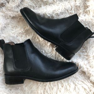 Madewell Ainsley Chelsea Boot in Black Leather